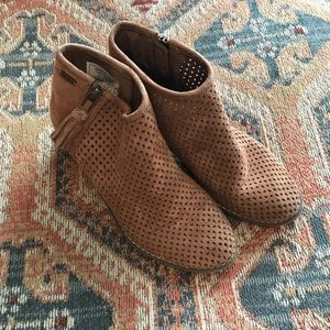 Roxy suede booties—good condition, some wear.